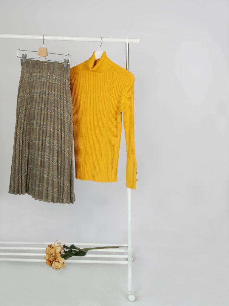 Falda plisada de cuaddros con jersey